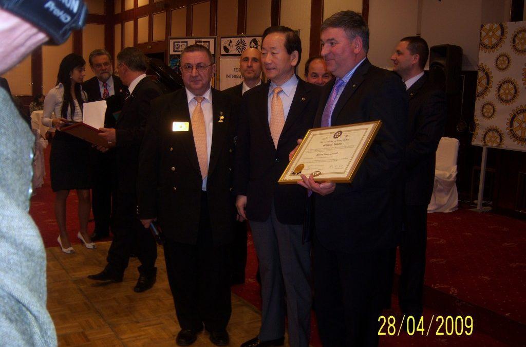 Президентът на Ротари-свят връчи на тържествена церемония документа за легитимност на Ротари клуб-Ботевград